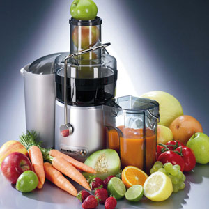 Gastroback Design Juicer Pro 40126 mit Früchten und Gemüse